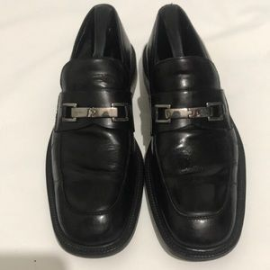 Authentic black & sliver Gucci loafers. Size 8.5D
